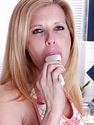 Beautiful housewife Gail will get issues heated great up inside the kitchen