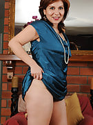 Elegant MILF Veronica Devil slips off her gown and spreads the lady legs