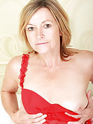 Gorgeous 48 yr old Susie slams the big synthetic vibrator at this girl adult hole