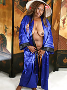 Ebony MILF from 30 plus Ladies takes on asian dress up for the camera