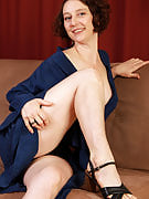 Brunette MILF Artemesia takes on together with her hairy thighs and gorgeous feet