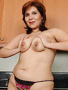 33 year familiar exotic redhead Vernica Devil spreads within the kitchen