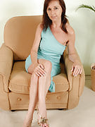 Mature and additionally horny Jenny H from 30 plus Ladies spreads her meaty pussy