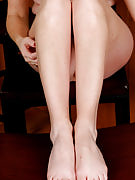 Nearly all natural red headed MILF shows away the lady sexy feet and additionally hairy vagina