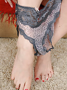 51 yr old Venice from 30 plus Ladies trying in outstanding knickers and additionally bras
